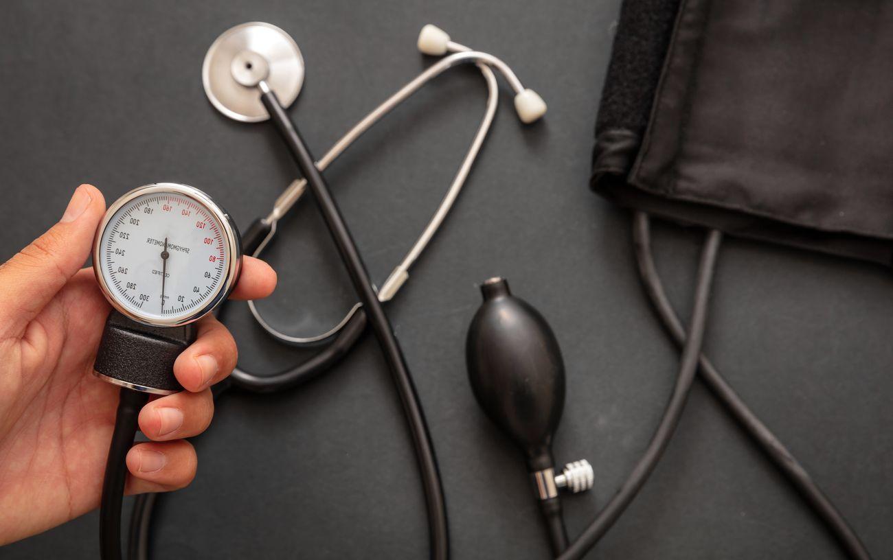 Comment utiliser un tensiomètre électronique pour le bras ? (Tutoriel)